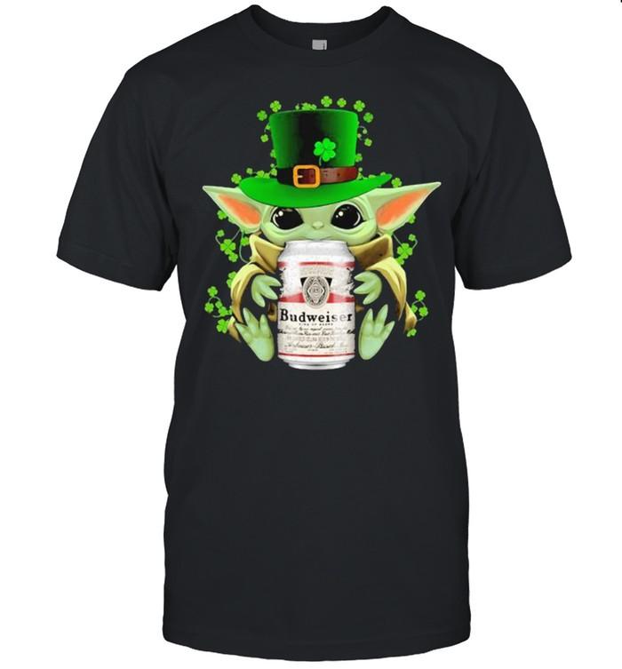 Baby Yoda Hug Budweiser Irish Patricks Day  Classic Men's T-shirt