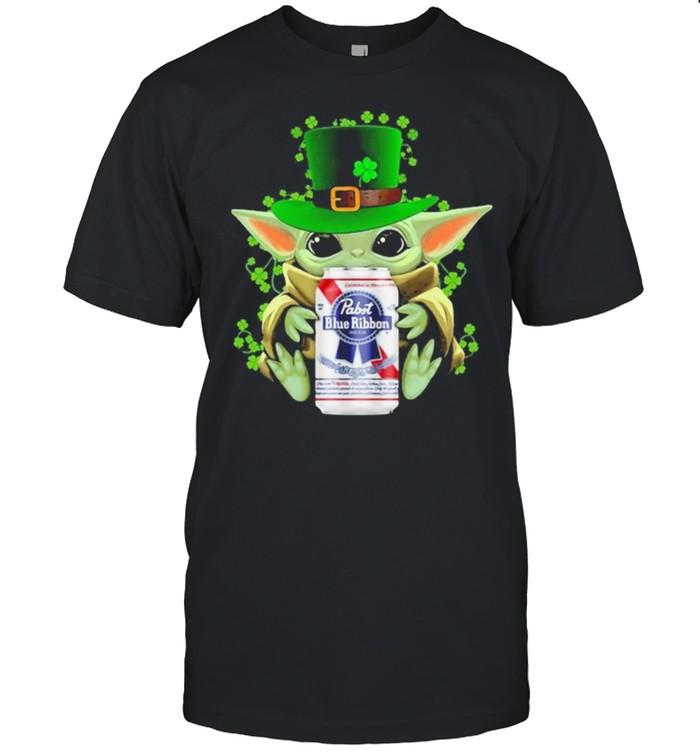 Baby Yoda Hug Pabst Blue Ribbon Irish Patricks Day  Classic Men's T-shirt