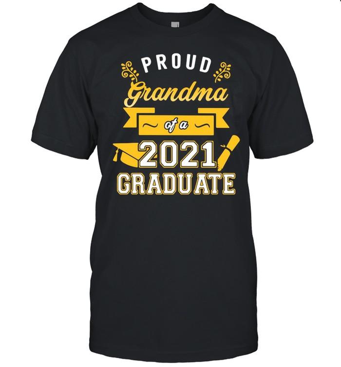Proud Grandma Of A 2021 Graduate Gold T-shirt Classic Men's T-shirt